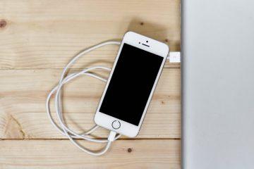 Com que frequência o celular deve ser cobrado?