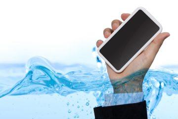 Se meu telefone cair na água, é garantido?