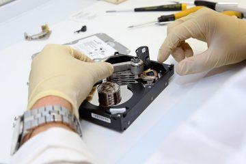 Se um disco rígido estiver danificado, é possível recuperar informações