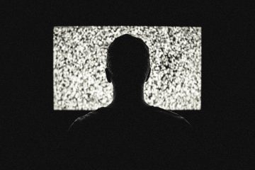 Minha TV desliga ou liga sozinha, o que devo fazer?