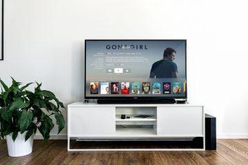 Minha TV aumenta ou diminui o volume sozinha, o que devo fazer?